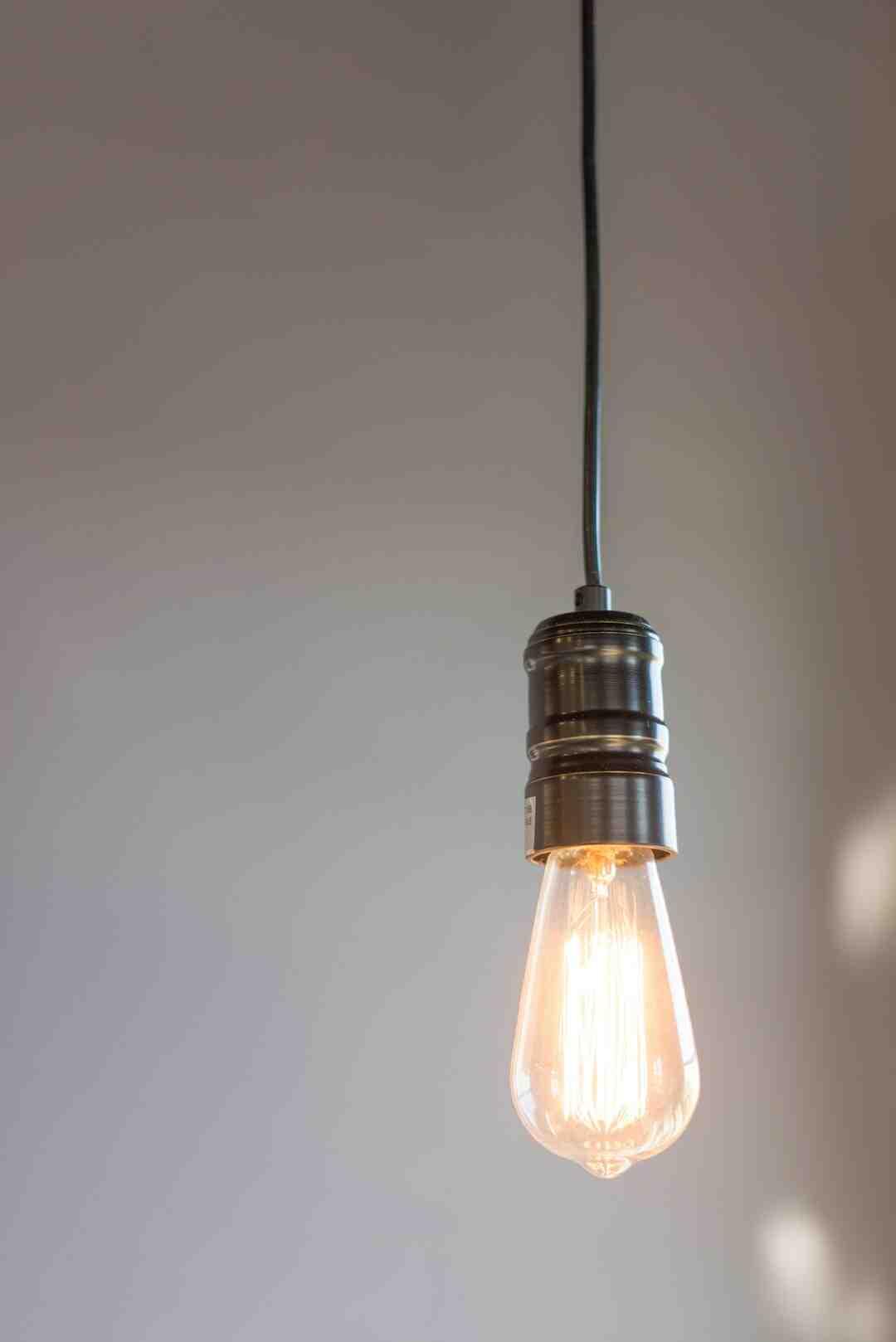 Comment changer ampoule plafonnier globe ?
