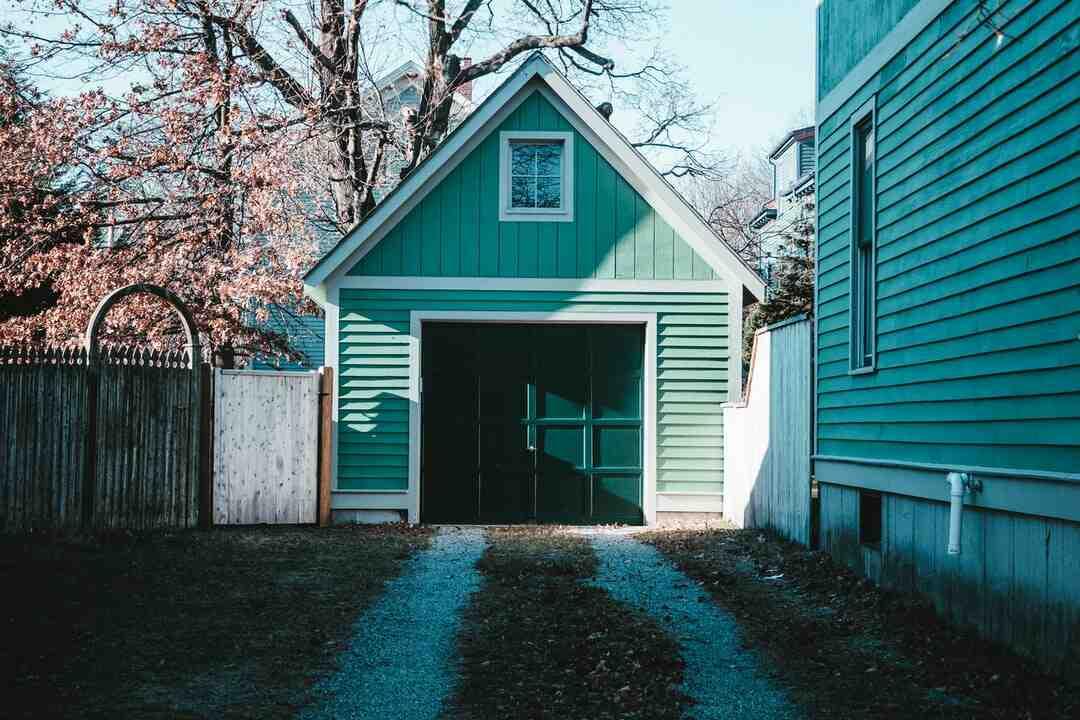 Comment coller du polystyrène sur une porte de garage ?