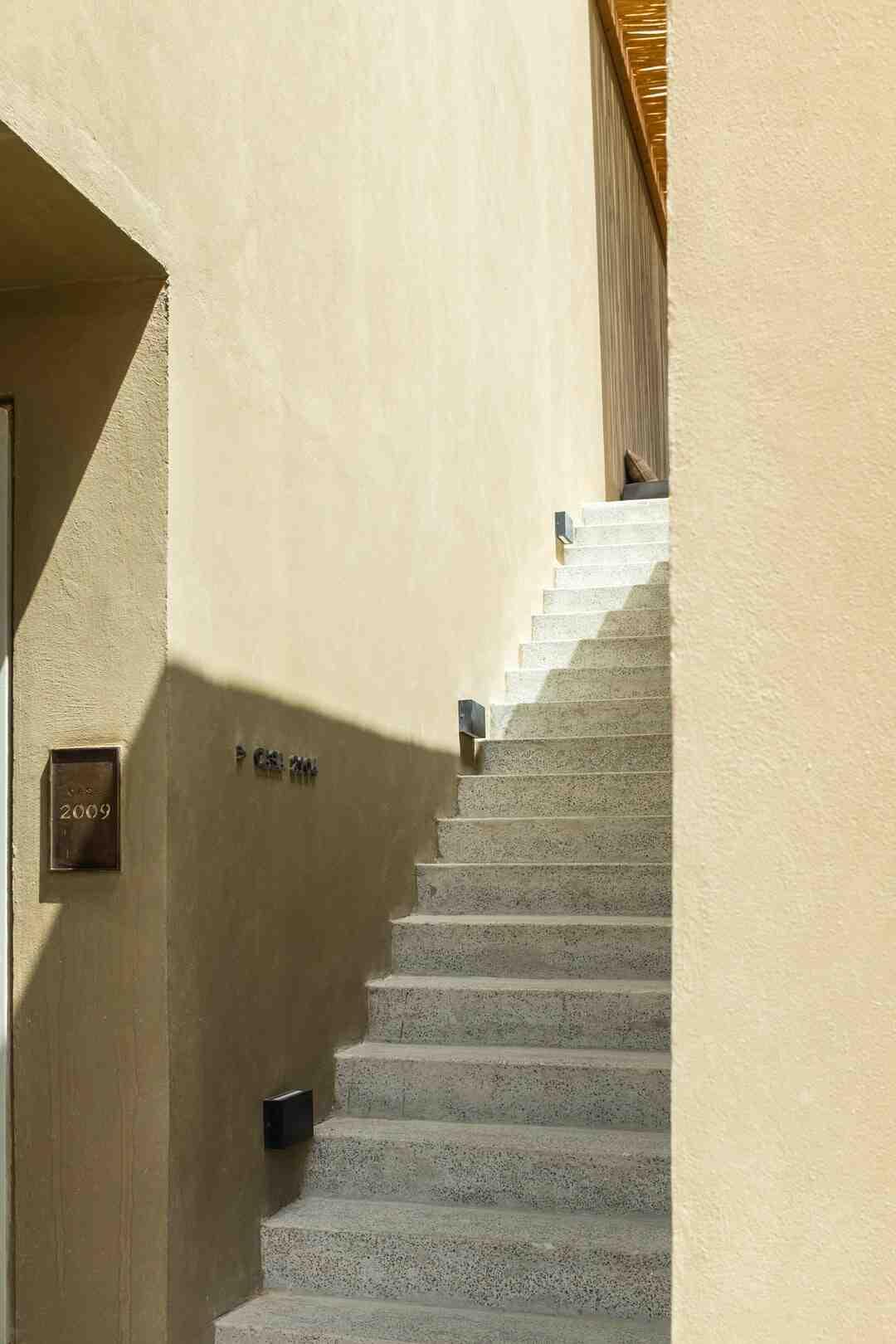 Comment nettoyer un escalier en bois encrassé ?