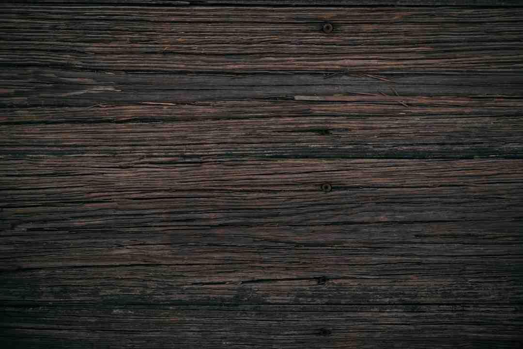Comment peindre du bois vernis sans poncer ?