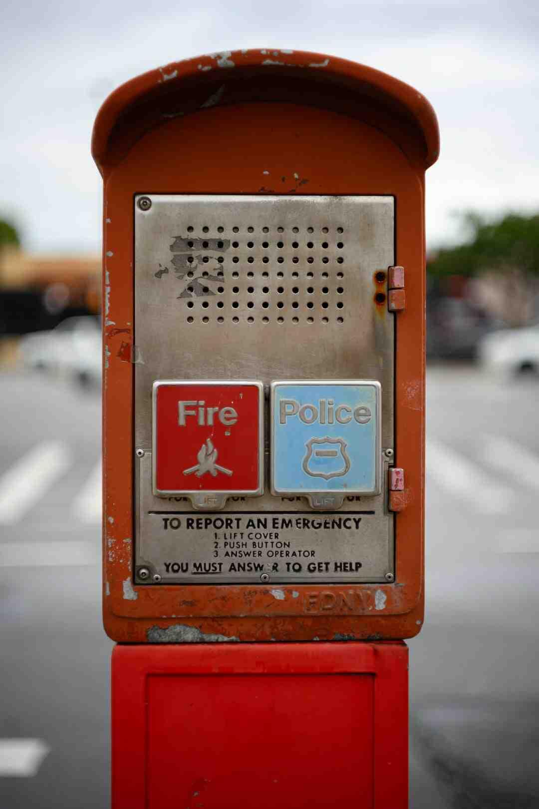 Pourquoi le détecteur de fumée clignote rouge ?